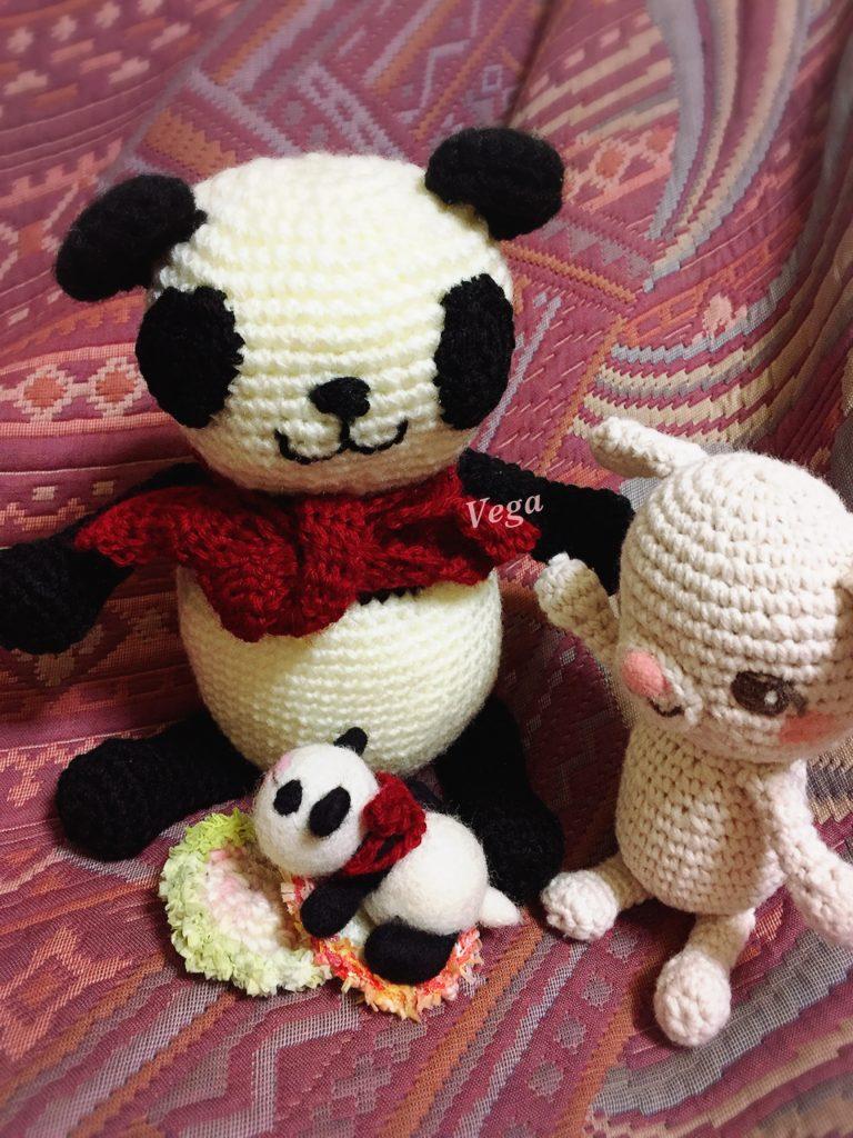 パンダちゃん親子と赤いマフラー