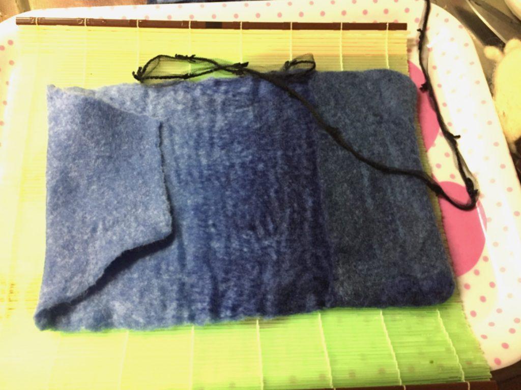 羊毛フェルトブックカバー