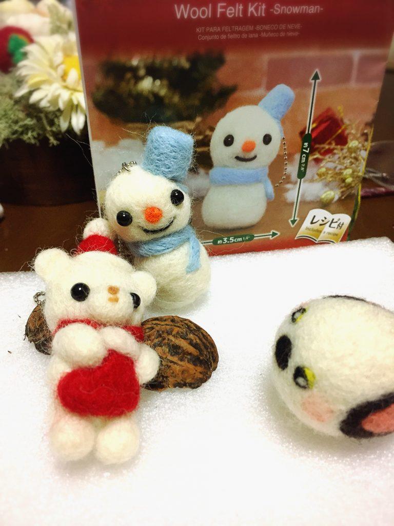 ダイソーの百均羊毛フェルトクリスマスキット、スノーマン。