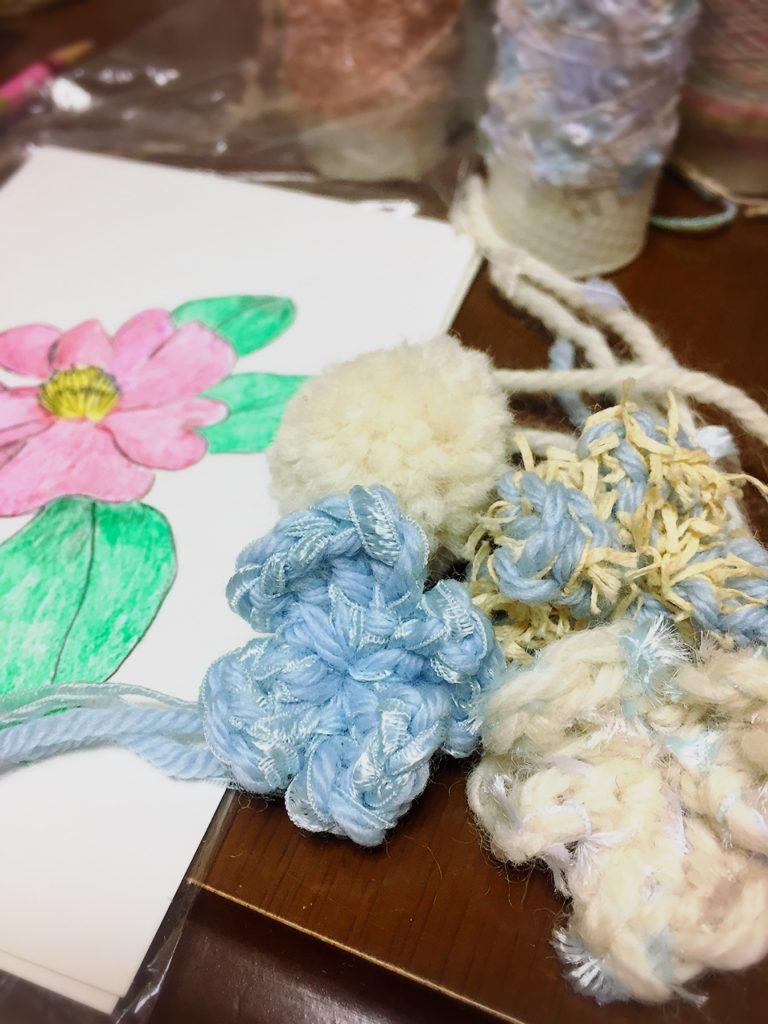 編んだ花と、描いた椿