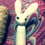 こけしみたいな、うさぎオブジェ。高さ30センチの、羊毛フェルト人形です。