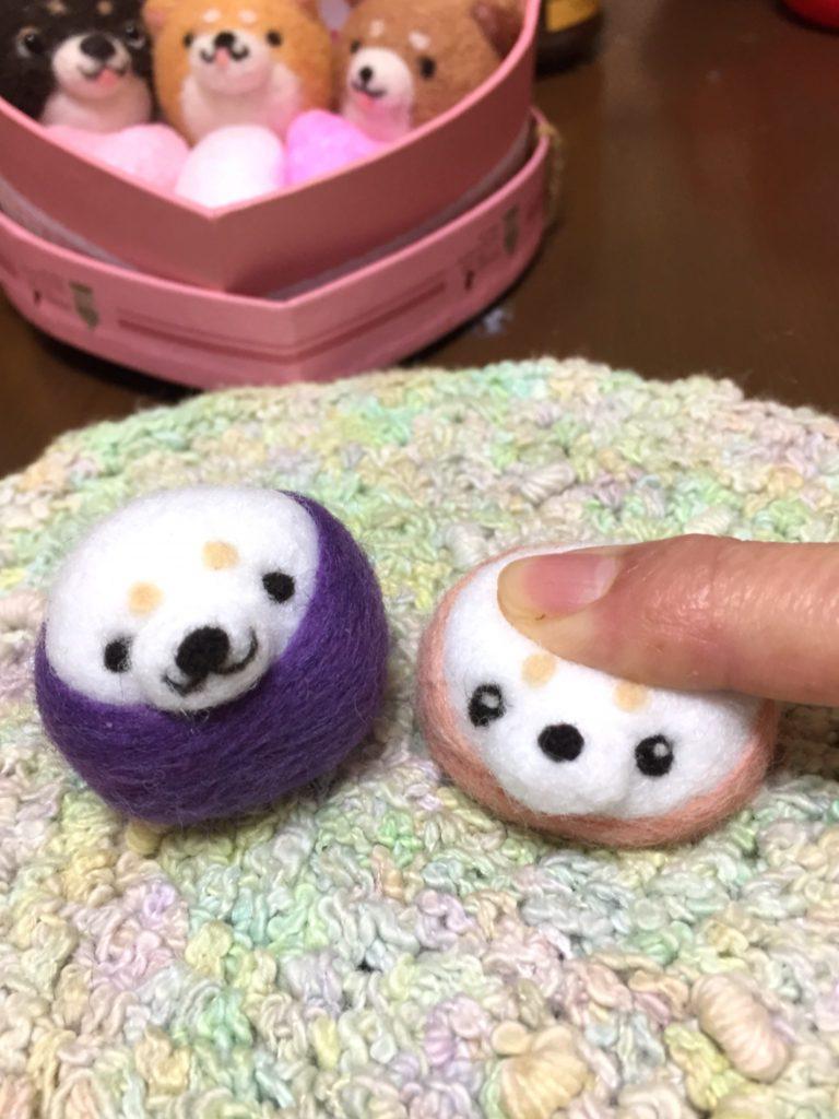ぷにゅぷにゅの、白い柴犬ちゃんお雛様