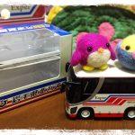 一歳半になった孫の、お気に入りおもちゃは…。岩手県北バスの目覚めし時計。