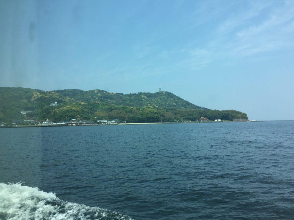 能古島に近づく船