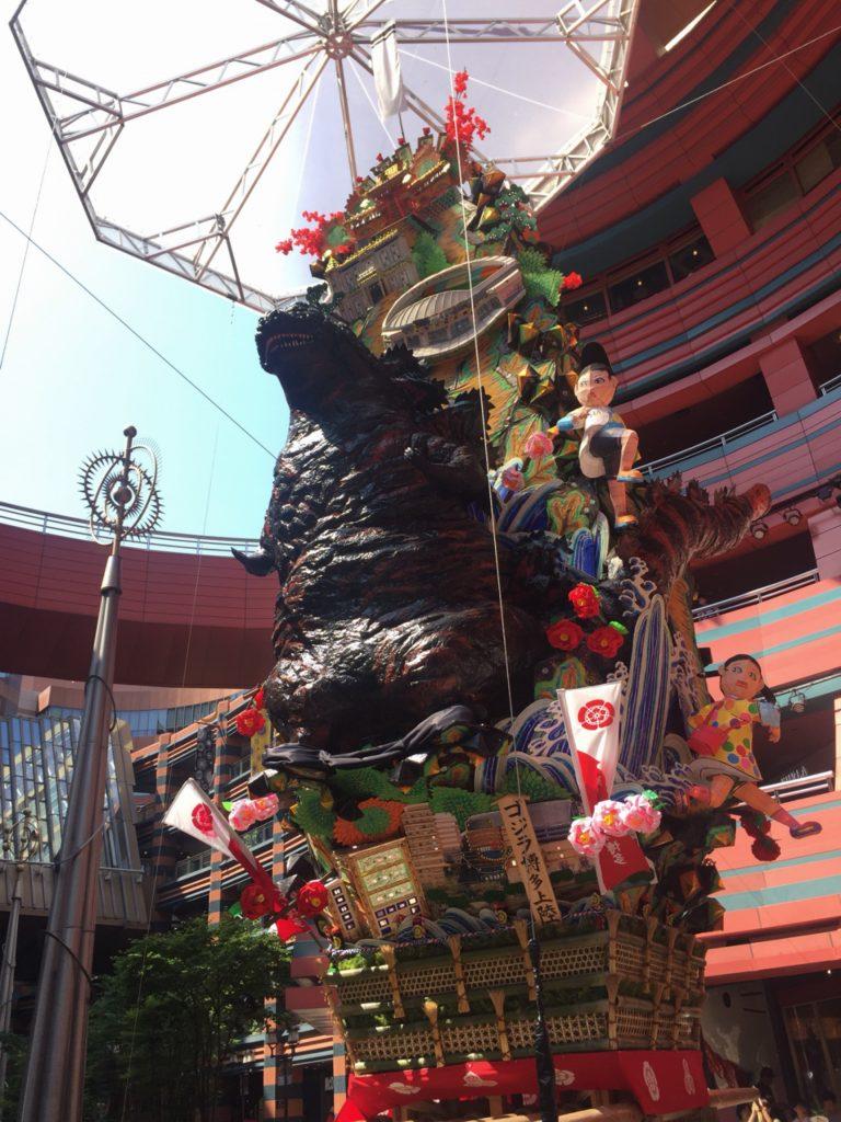 キャナルシティ博多の飾り山 ゴジラ