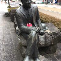花を持った、宮沢賢治さん