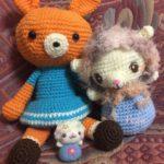 編みぐるみの仲間たち。うさぎさんと、大きなひつじ星人。
