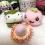 あったかなお茶に、和菓子はいかが?いちご大福に、さくらもちン&かしわもちン。