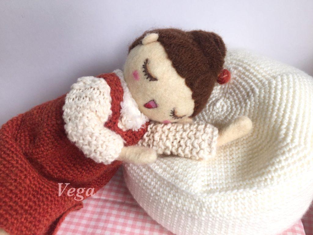 ソファでリラックスの、お人形さん