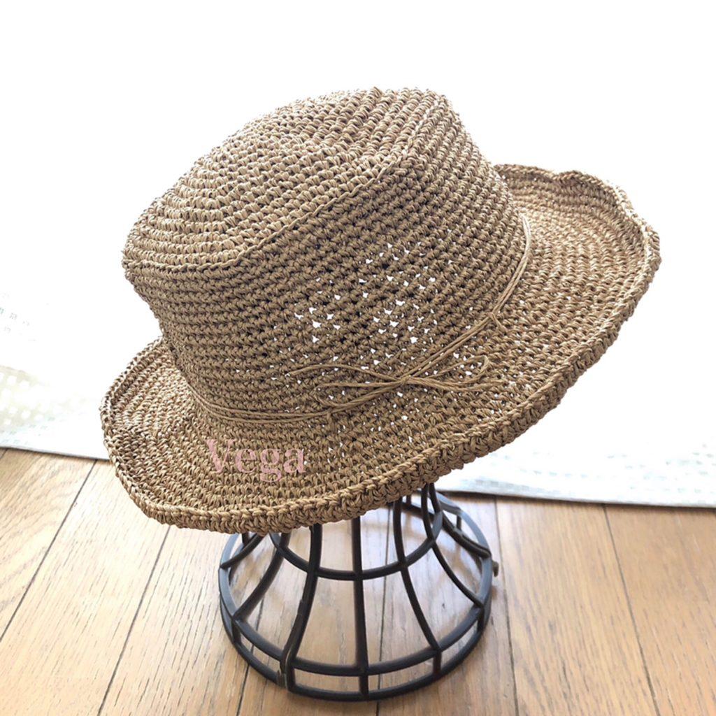 つばを曲げたマイ夏帽子