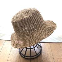 つばを広げた、マイ夏帽子