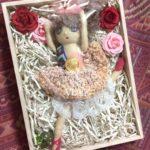 絵本「すずのへいたい」から飛び出したお人形は、バレリーナ。沢山のお人形を作っていきたいです。