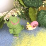 雨が好きな仲間たち。小さなカエルくんと、カタツムリちゃん。