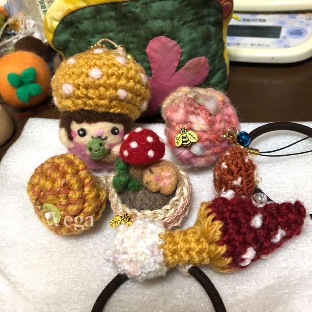 羊毛フェルトマスコット、きのこのミニ針山、編みぐるみのヘアゴム