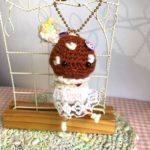編みぐるみのキノコ姫と、毛糸の服を着たどんぐりさん。秋のお散歩に連れて行きたい子たち♪