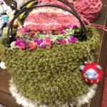モコモコのグリーンのバッグを編んでみました。ウールの季節。編み物の記憶は、黄色いマフラー。