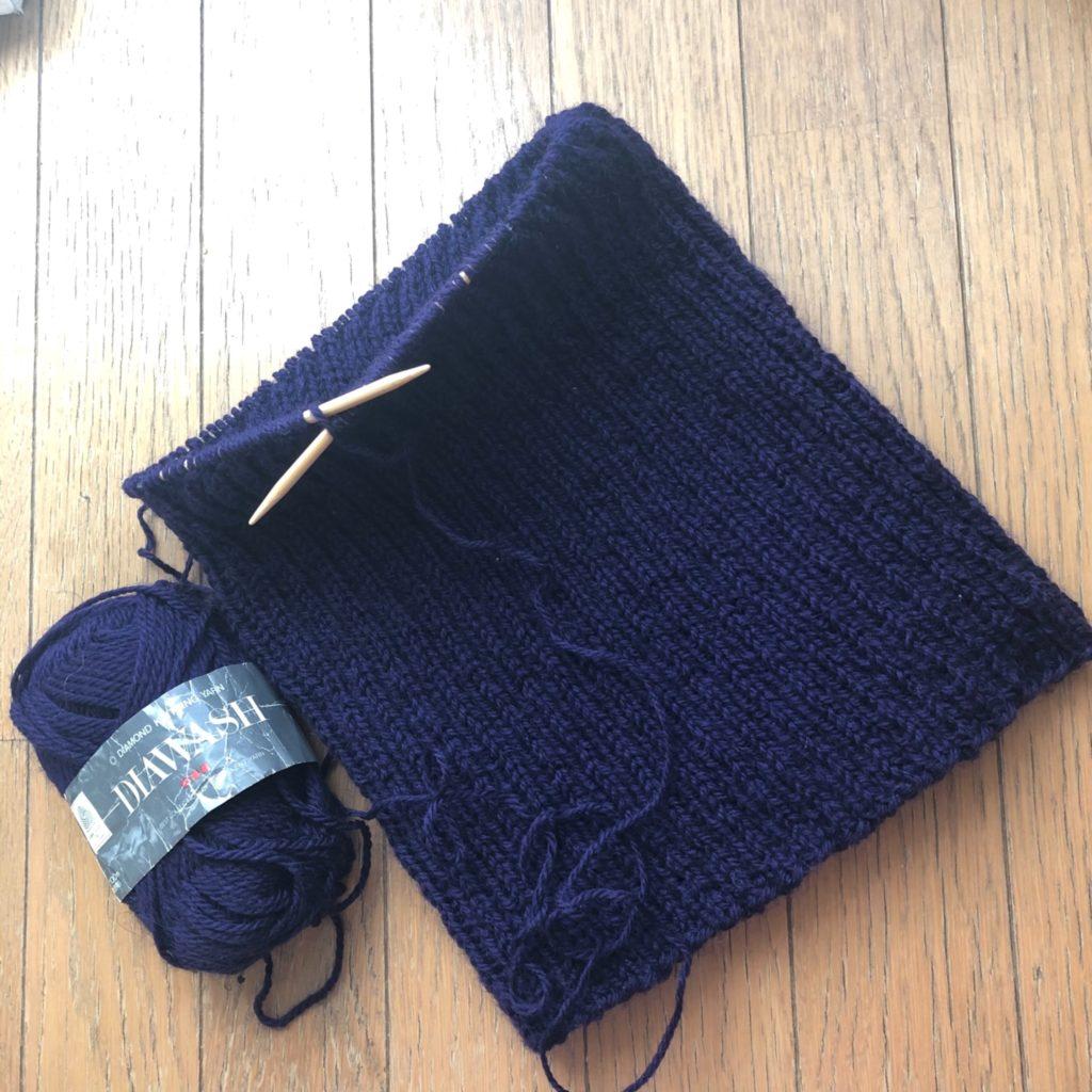 ブルーの毛糸を使った腹巻