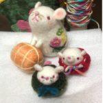 今年の干支、ネズミマスコット製作を羊毛フェルトで。