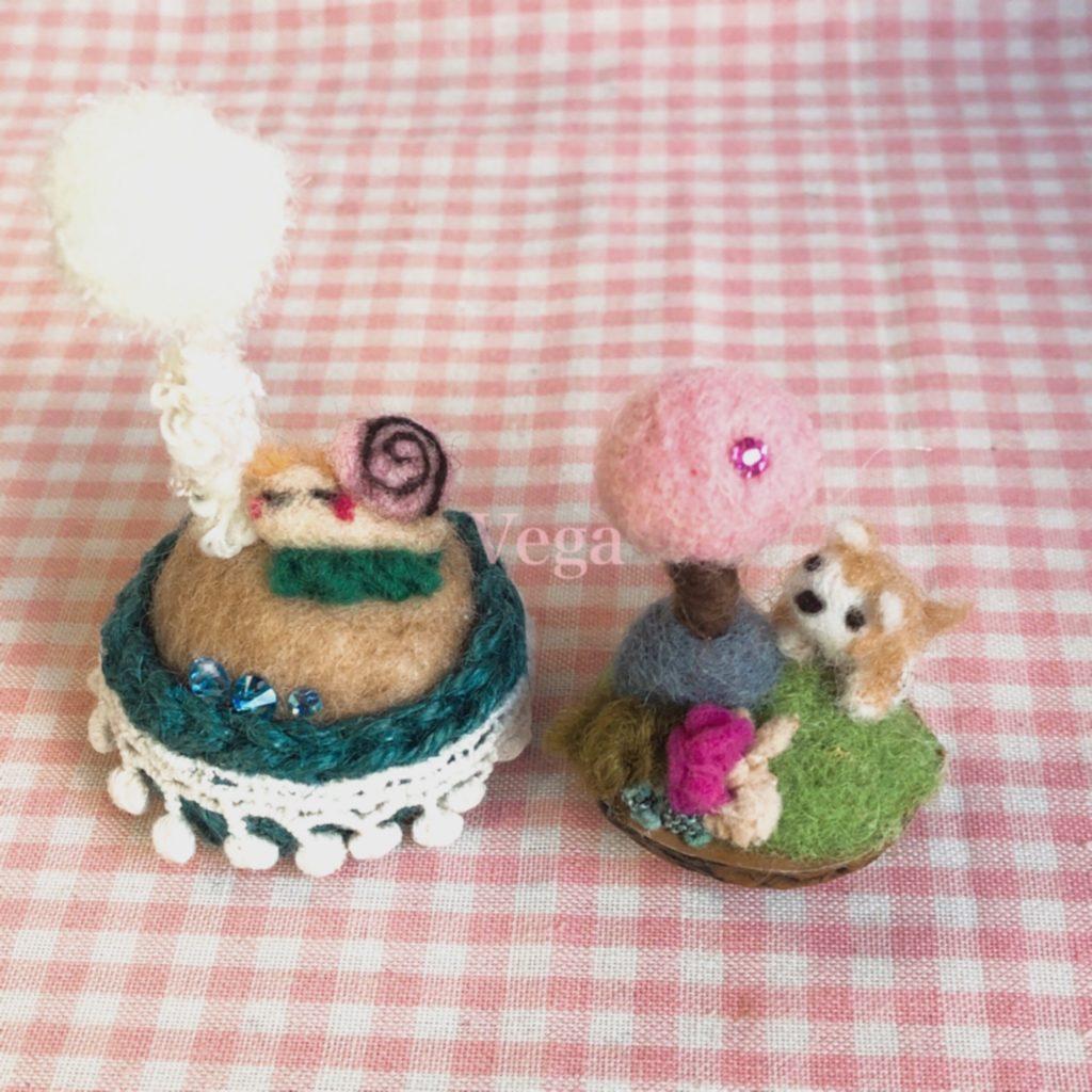 羊毛フェルトの桜と、小さなわんちゃん