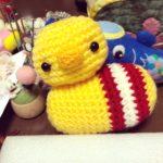 腹巻きひよこの編みぐるみ。夢は大きな編みぐるみ。編み図にもチャレンジ!